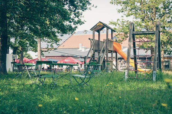 Bauernmarkt Dasing Spielplatz & Biergarten