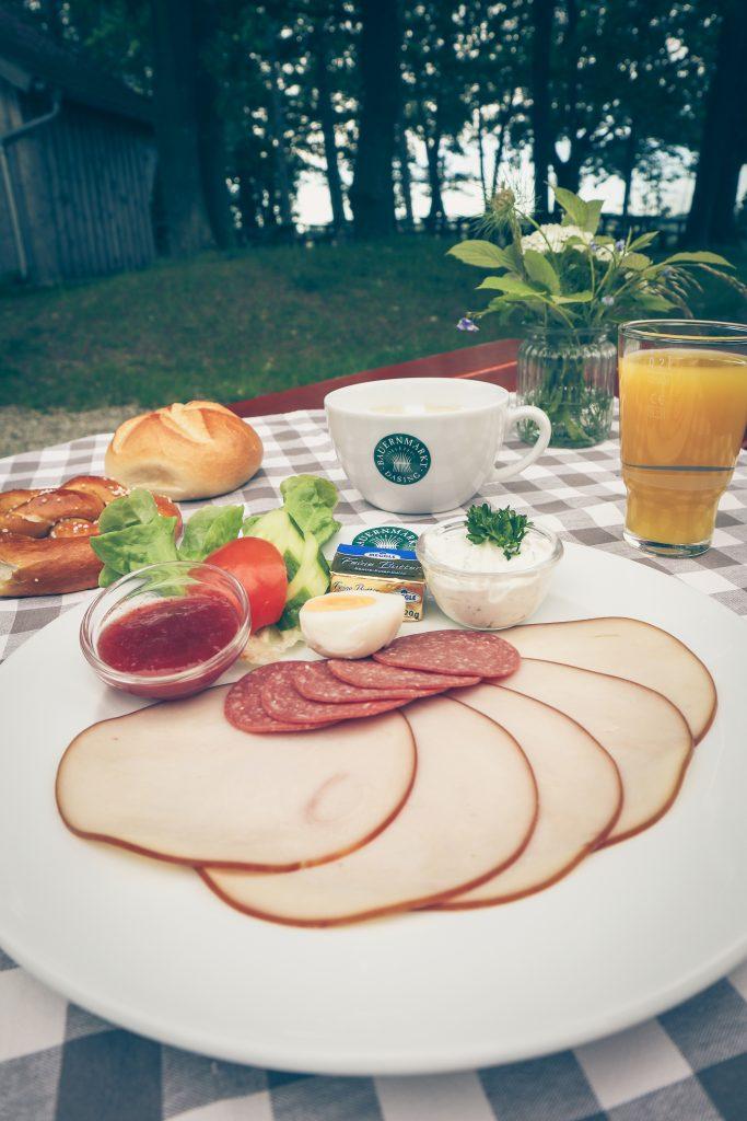 Bauernmarkt Dasing Frühstück